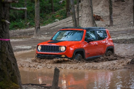 goodshoutmedia-jeep-renegade-mud.jpg