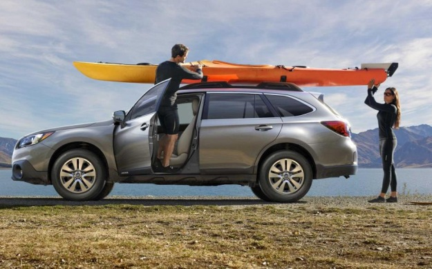 side view Subaru Outback 2017
