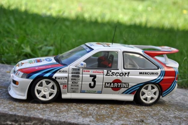 Modelcar Ford Escort RS Cosworth (1:18, UT Models)