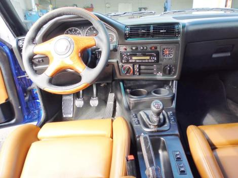 BMW-E30-M3-Touring-3